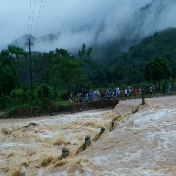 Nước sông dâng cao dữ dội