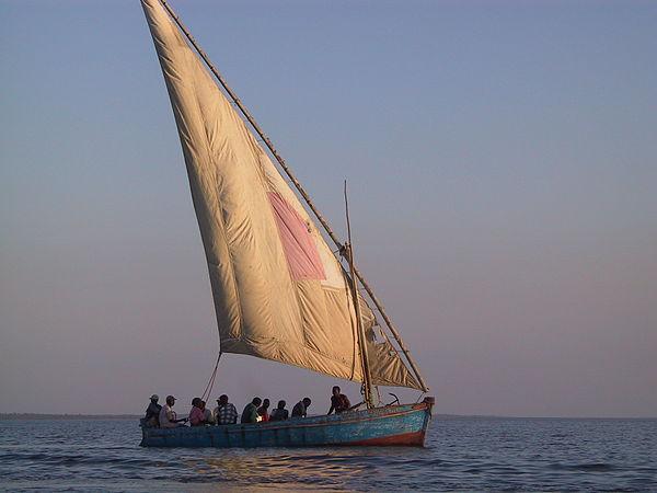 Tàu thuyền trên biển