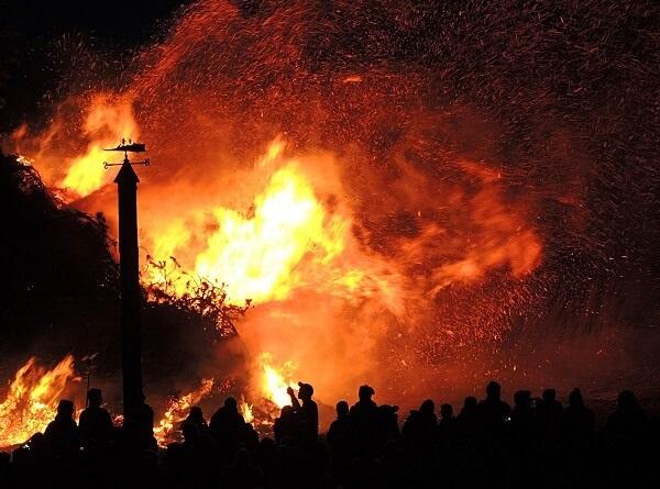 Ngọn lửa là một trong 5 yếu tố quan trọng của ngũ hành, mang ý nghĩa tâm linh