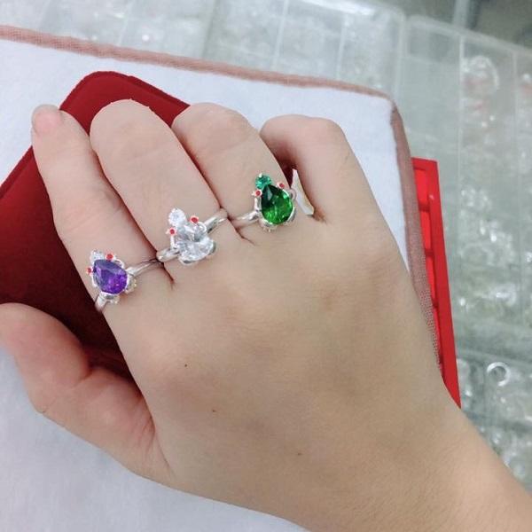 Mỗi vị trí đeo nhẫn cóc khác nhau mang một ý nghĩa nhất định
