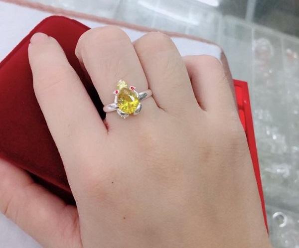 Nhẫn cóc là đồ vật phong thủy thu hút tài lộc, tiền bạc