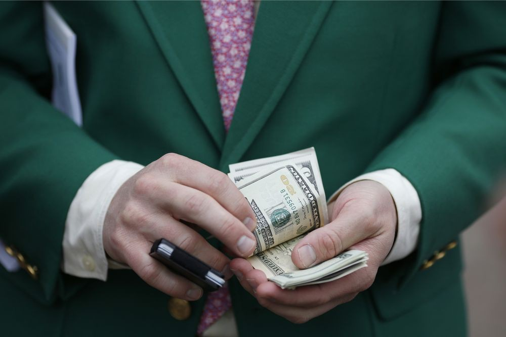 Đánh đề con số gì khi mơ thấy lượm được tiền?